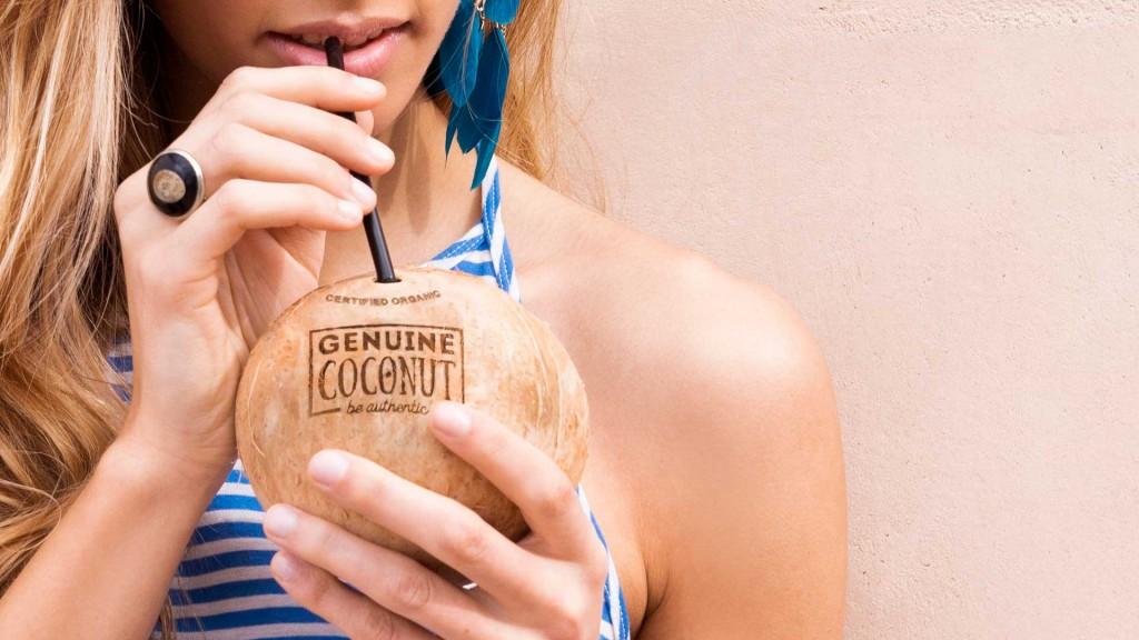agua-de-coco-genuine-coconut-abrefacil