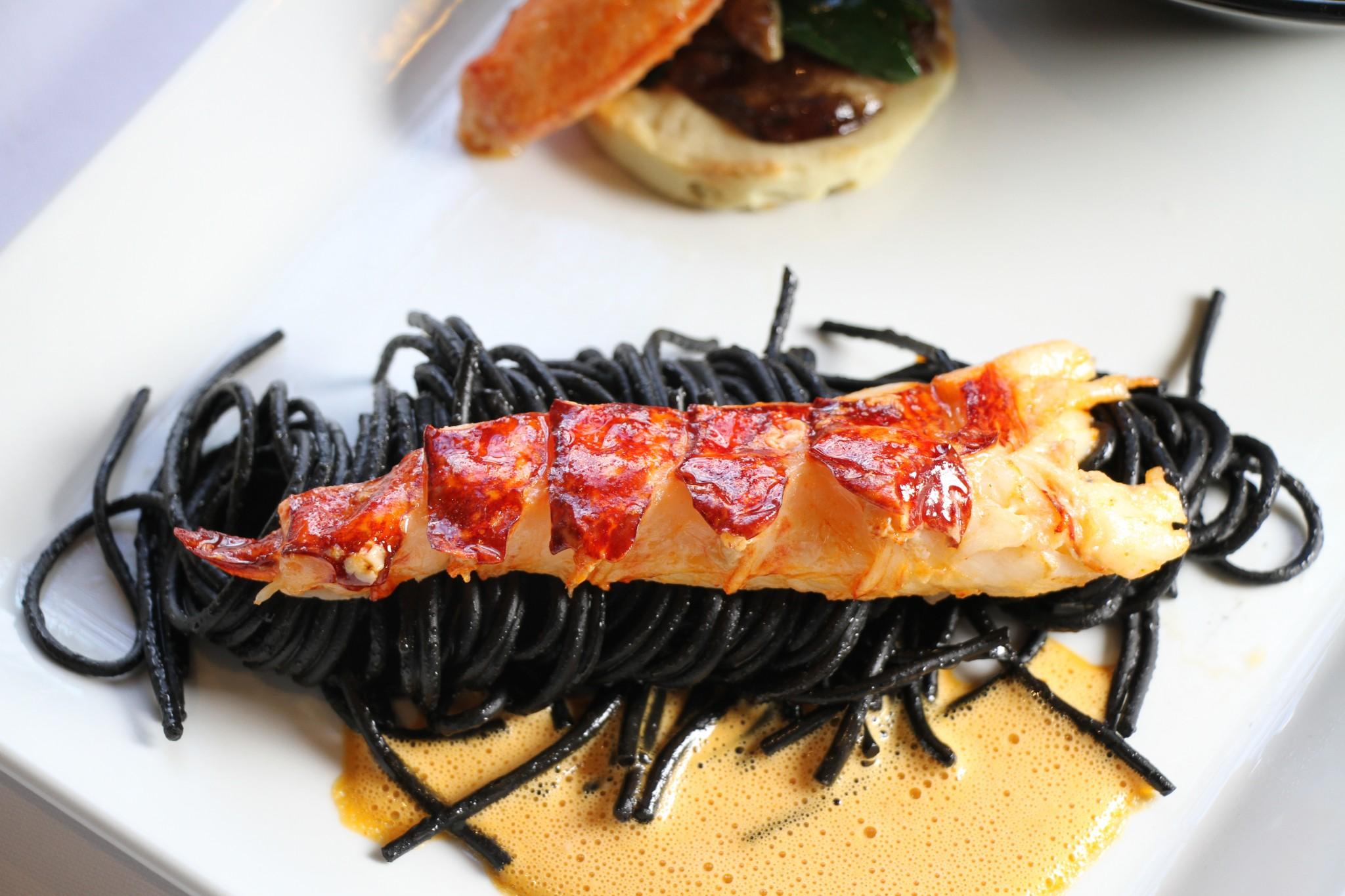 Le homard réjouissant d'Antoine Gueguen, à la Salamandre, à Angers.