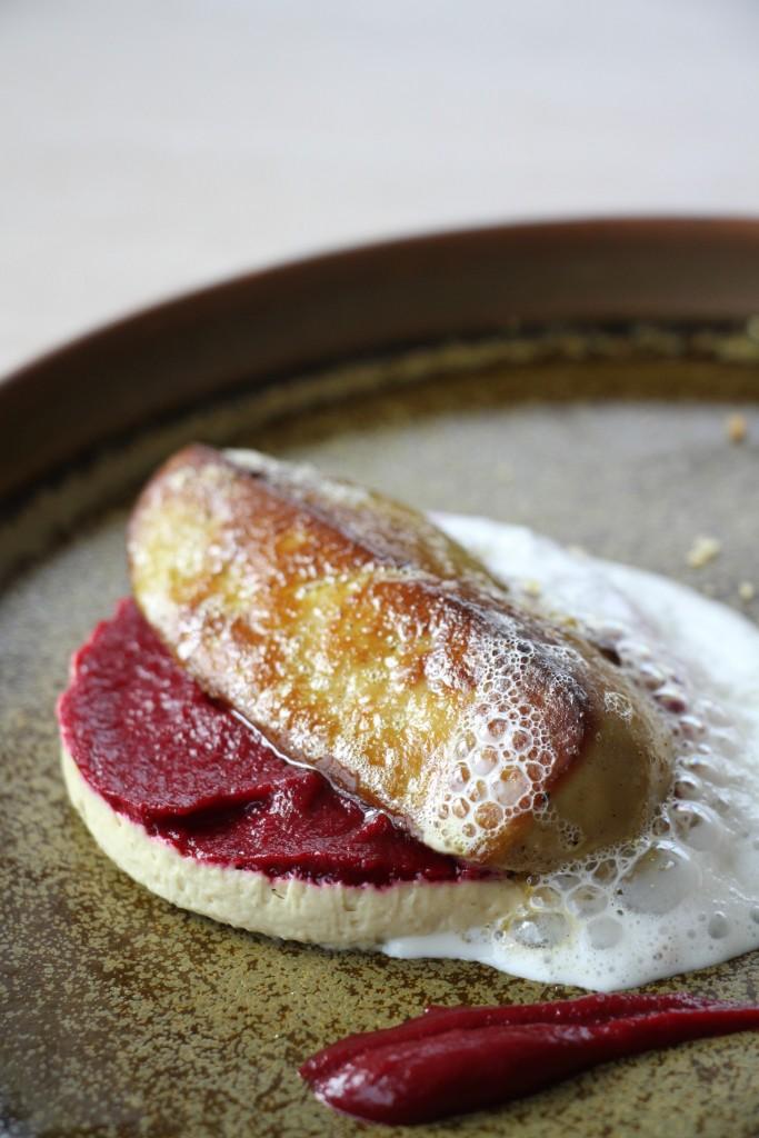 Le foie gras, royale et poêlé, betterave acidulée, infusion au parmesan
